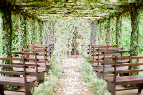 ivy-and-babys-breath-wedding
