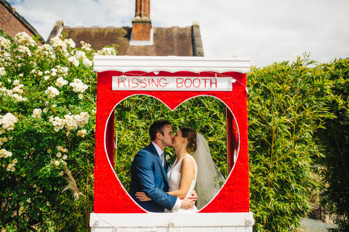 4-Kissing-Booth-Wedding-by-Rachel-Ryan-Photography