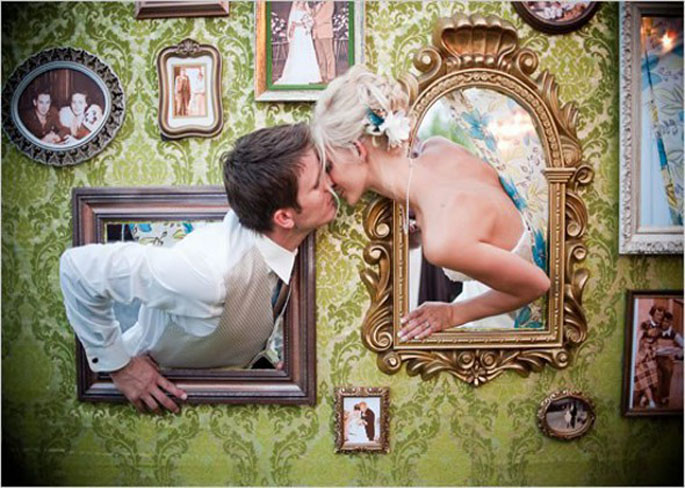 15-of-the-Most-Crazy-Awesome-Photo-Booth-Backdrops-02